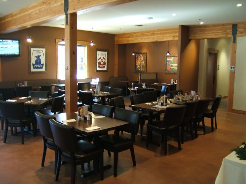 Three Creeks Brewing dining room
