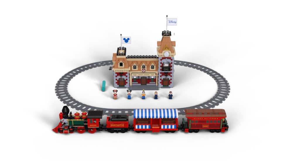 LEGO Disney Triain, Track, Station and Minifigures