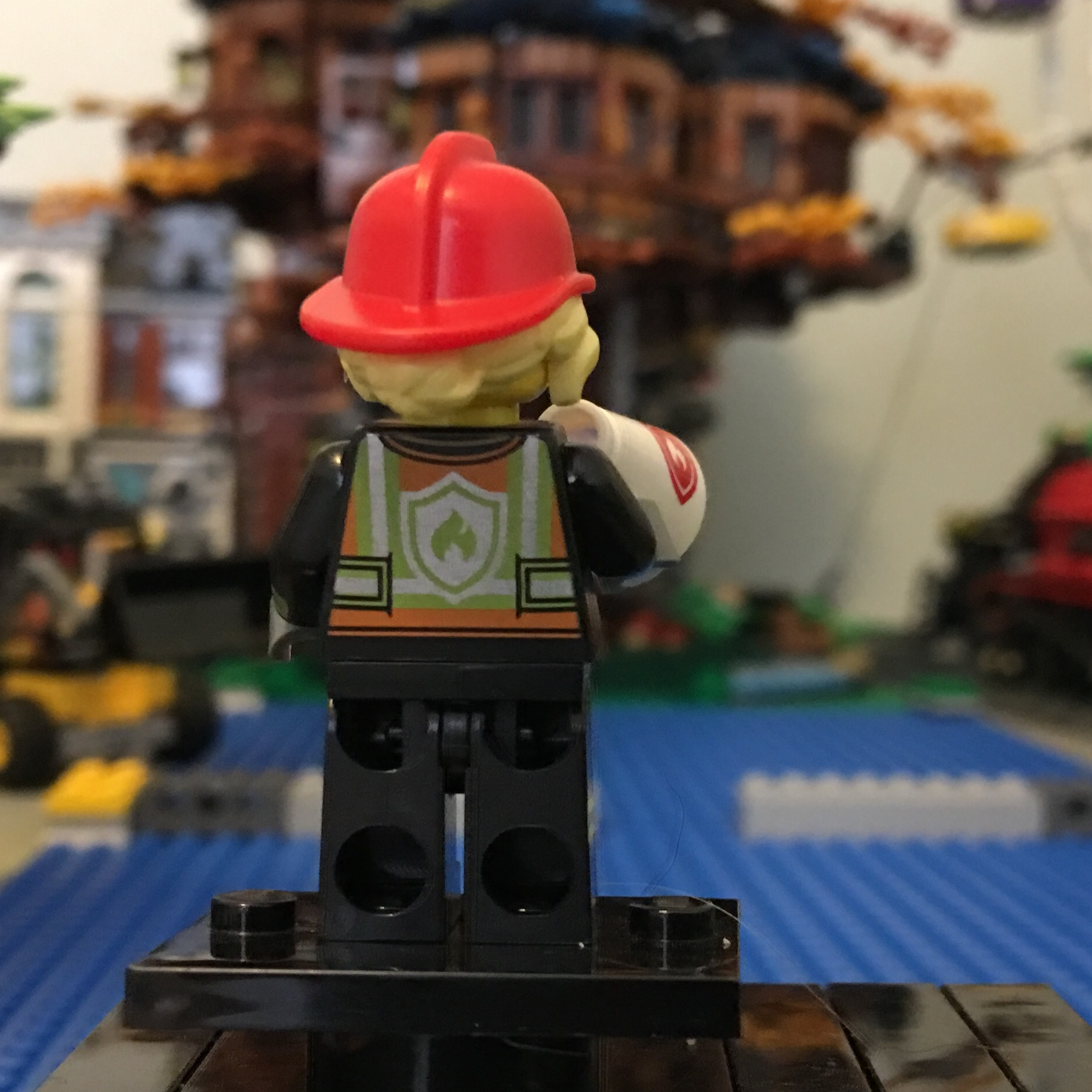 Firefighter NEW LEGO MINIFIGURES SERIES 19 71025