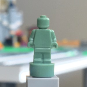 LEGO Sand Green Trophy Minifigure