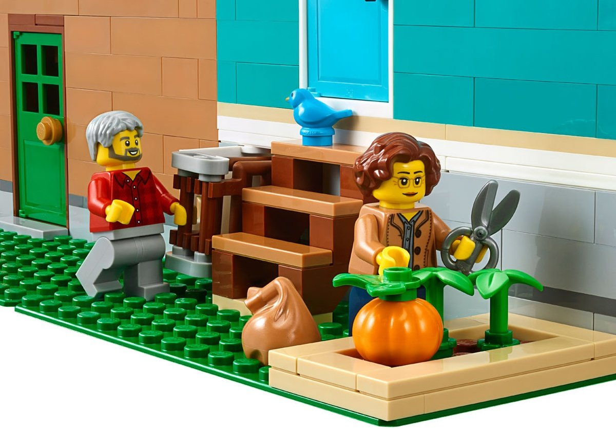 LEGO 10270 Creator Expert Modular Bookshop garden