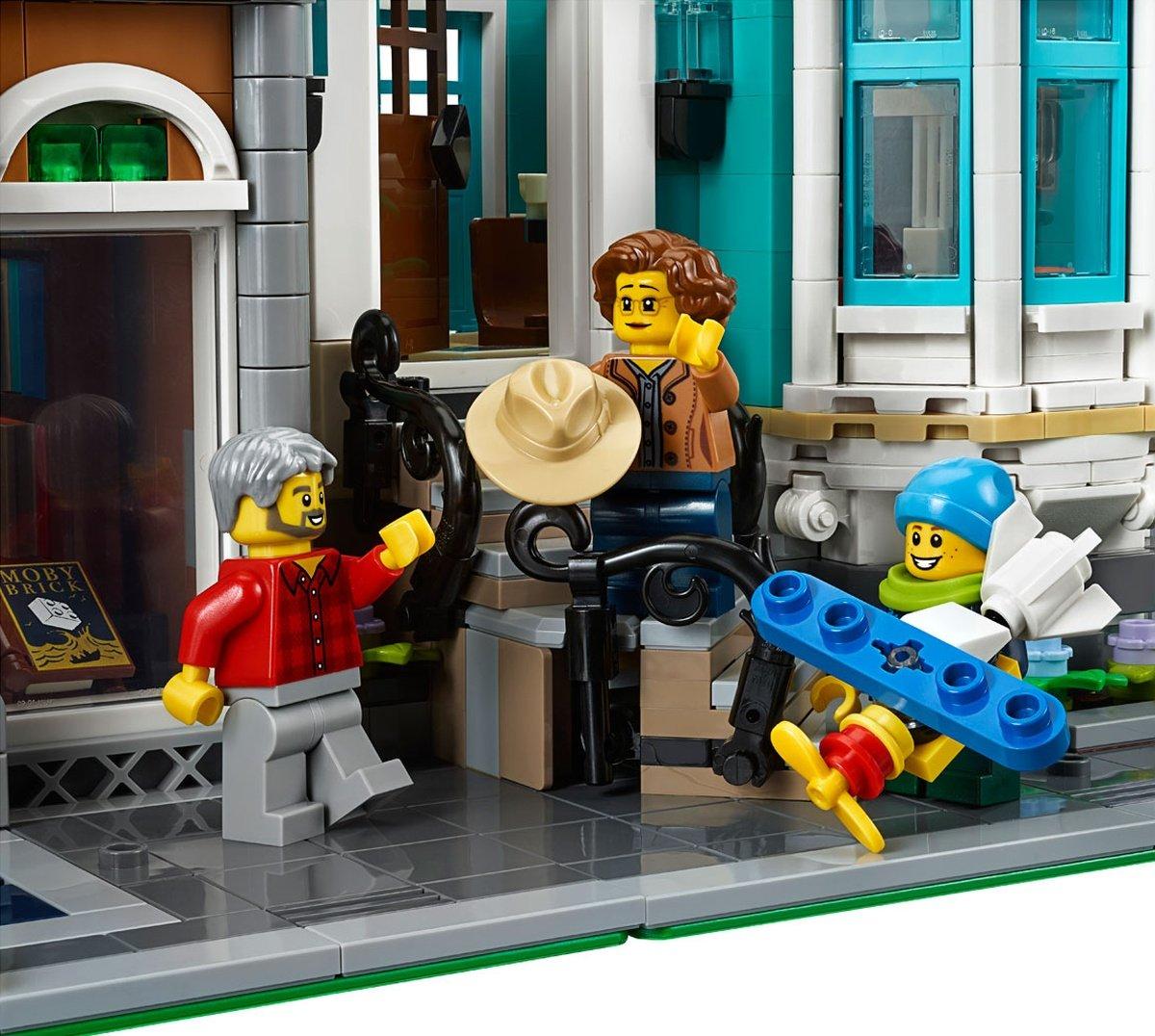 LEGO 10270 Creator Expert Modular Bookshop people