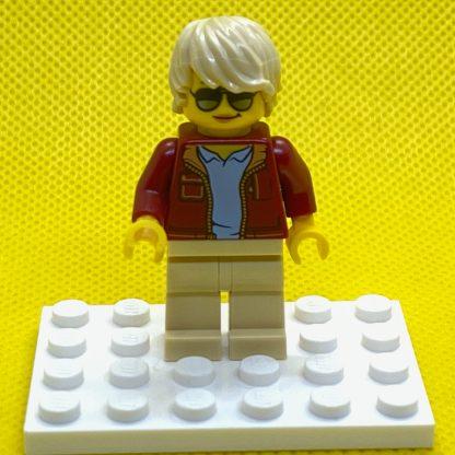 LEGO Woman with Short Tan Hair Minifigure