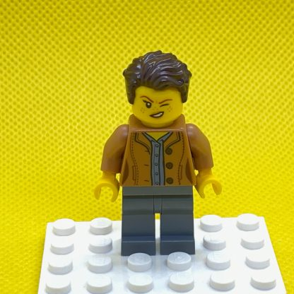 Lego Minifigure Mom, Freckles, Medium Nougat Jacket, Dark Brown Hair Swept Left Tousled