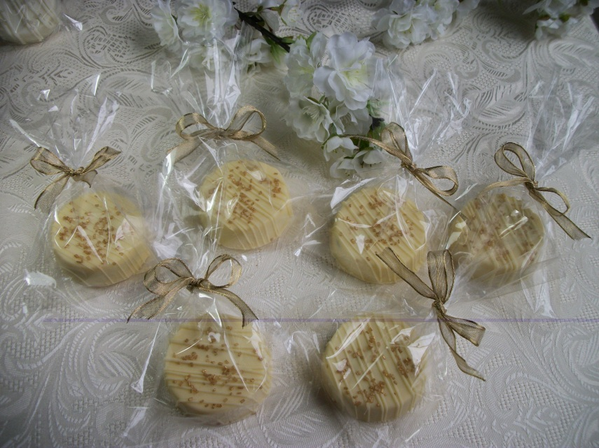 WEDDING FAVOR OREOS DECORATED IN A GOLD CORED THEME HAND