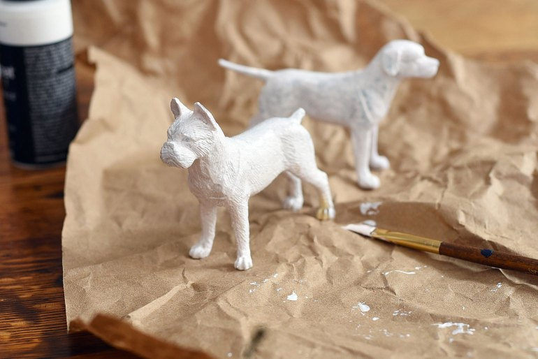 Looking for a way to include your pup in your wedding or simply express your canine love to your guests? These DIY dog wedding cake toppers are affordable, fun, and relatively easy to make!