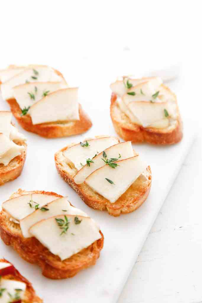 camembert-and-pear-crostini_-9