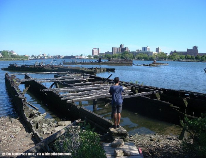abandoned-barges-in-gravesend-bay-mouth-of-ci-creek
