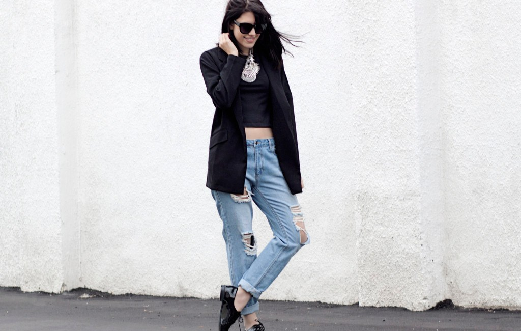 rp_ripped-jeans-blazer-streetstyle-1024x874.jpg