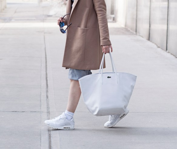 camel-grey-lacoste-bag-air-max-streetstyle-5