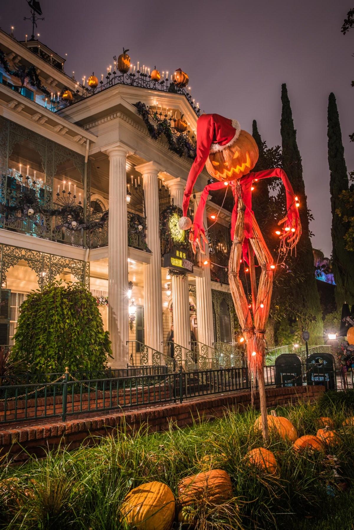 Christmas at Disneyland - Haunted Mansion