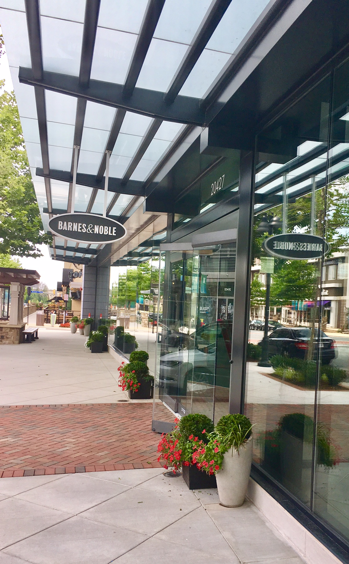 ASHBURNS BARNES NOBLE ON TRACK FOR FALL OPENING The Burn