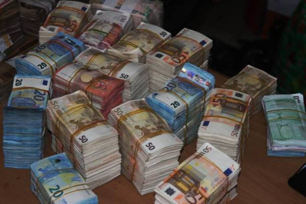 Pounds and Dollars recovered by EFCC 3