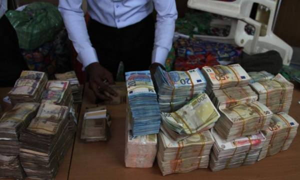 Pounds and Dollars recovered by EFCC 1