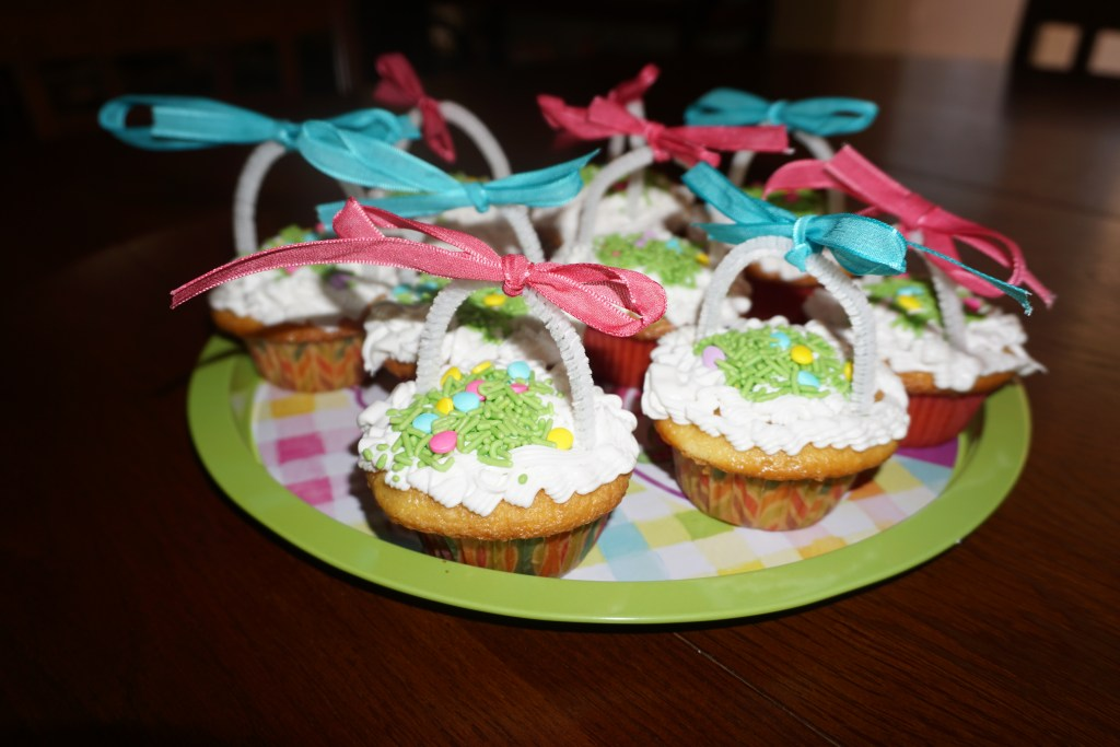 Looking for easy to make Easter cupcakes? Read on to find out how I made cupcakes that look like Easter baskets.