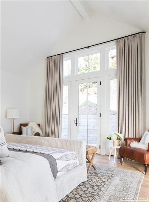 Makeover Magic: 31 Master Bedroom Decorating Ideas ... on Master Bedroom Curtain Ideas  id=69865