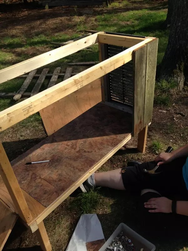 How to make a Mini Chicken Coop with Recycled Materials