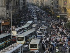 Crazy traffic in Cairo (Freaky Driving Laws - The Car Expert)