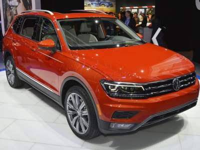 1701-Volkswagen-Tiguan-Allspace-02