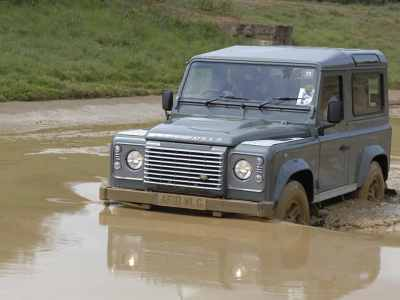 1702-Land-Rover-Defender-02