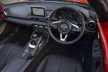 Mazda MX-5 RF inside 02