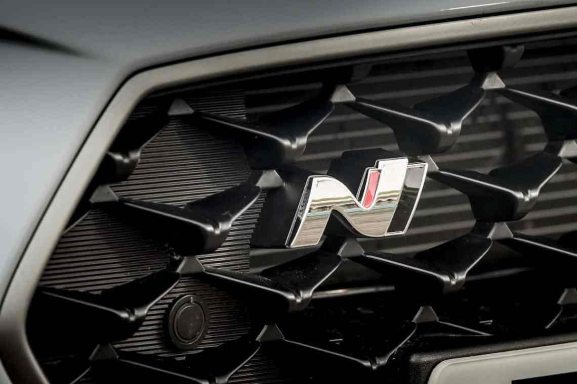 Hyundai i30 N grille badge (The Car Expert)
