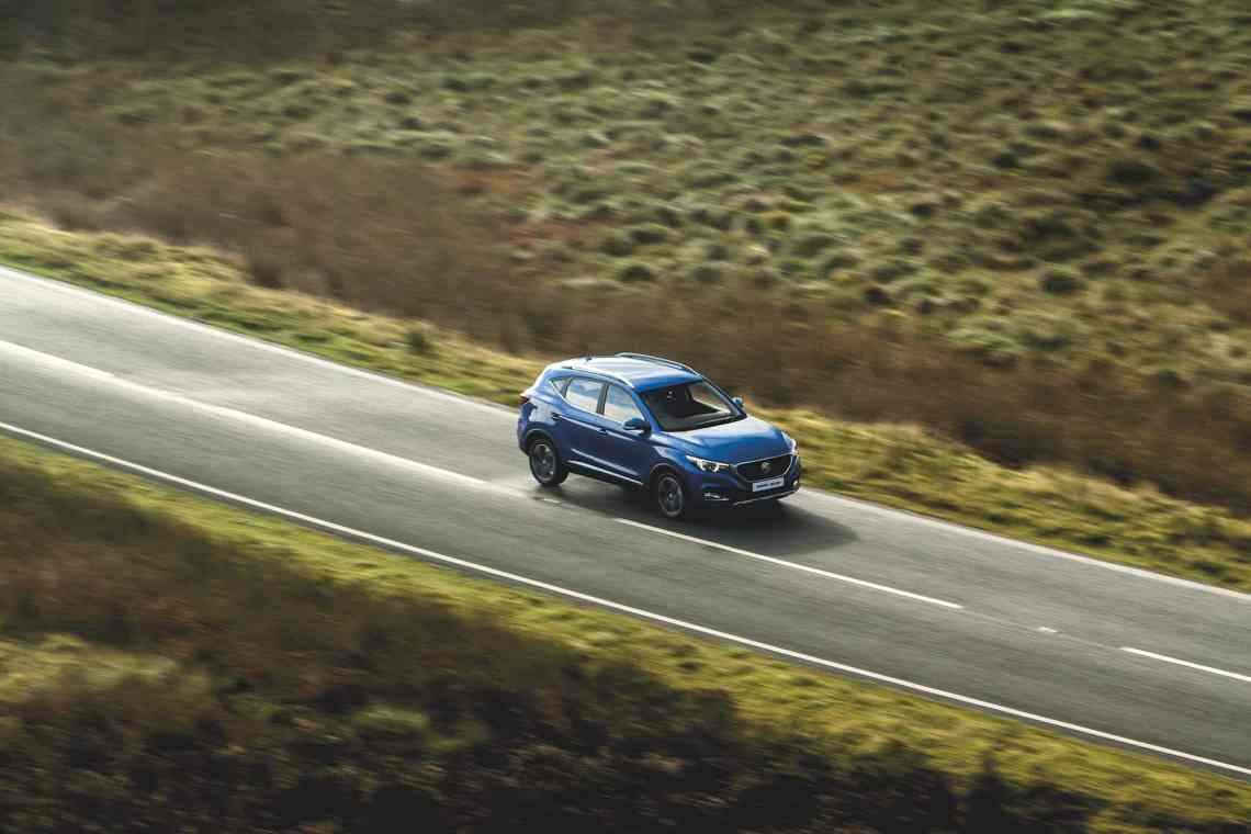 MG ZS on the open road (2017 review from The Car Expert)