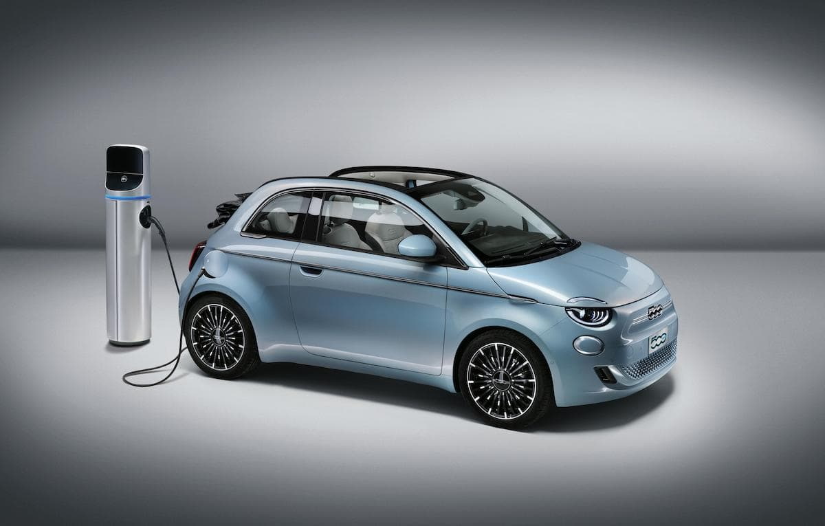 2021 Fiat 500 Convertible with charger
