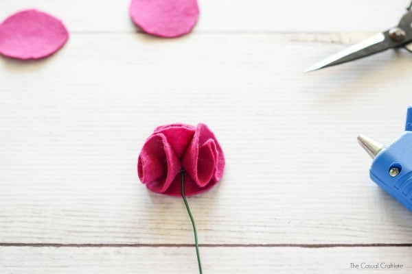 Como fazer uma flor sem costura de feltro