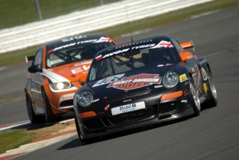 Battle raged at Silverstone between the visiting teams (Credit: Chris Gurton Photography)