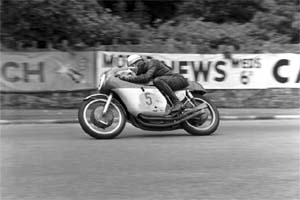 Mike Hailwood has won the Senior TT more than any other rider (Credit: fottofinders.com)