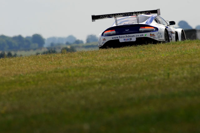The #1 Beechdean AMR Aston Martin set a very strong pace in Q2. (Credit: Avon Tyres British GT Championship)