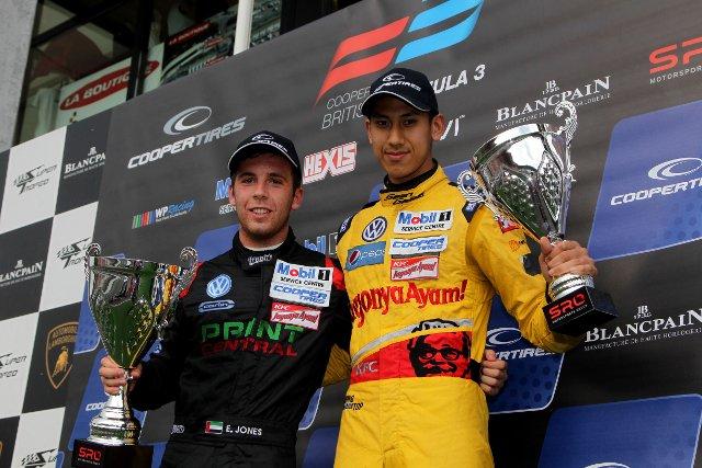 Jones (left) passed Mehri on the final lap of the race (Credit: British F3 International Series Media)