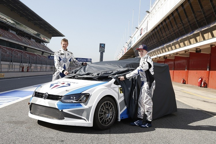 PG Andersson and Topi Heikkinen take the wraps off Marklund Motorsport's VW Polo. (Credit: FIA World Rallycross Championship)