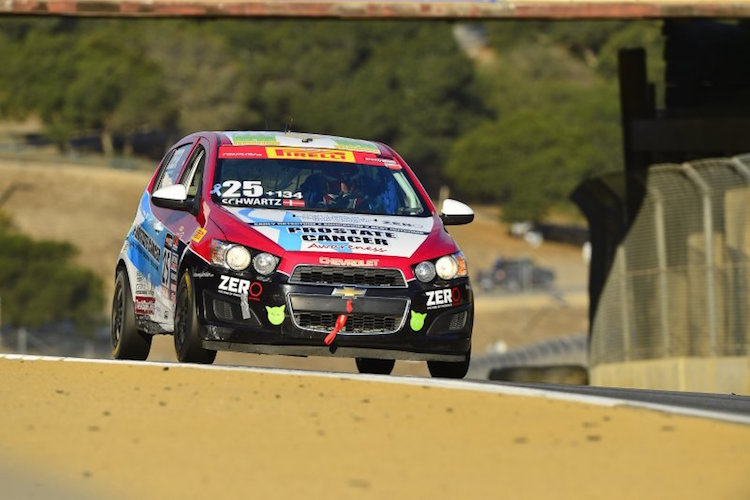 Schwartz continues to lead in Touring Car B