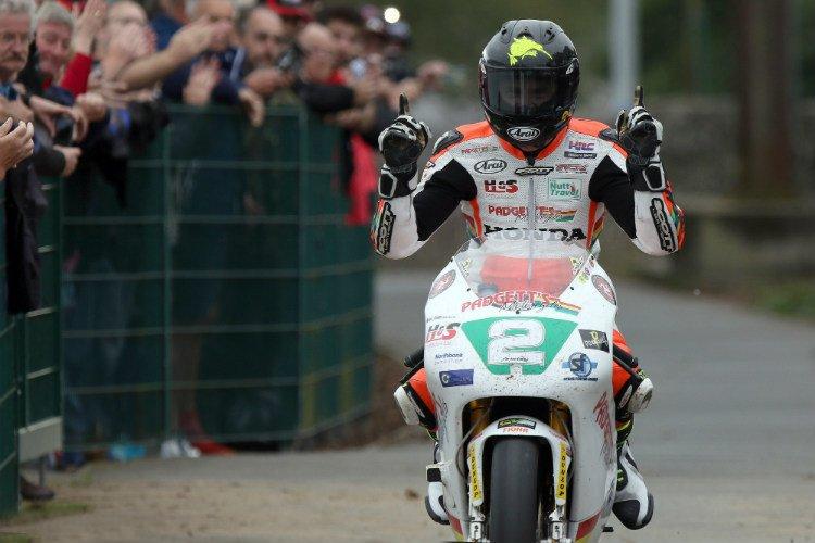 Bruce Anstey wins the Lightweight Classic TT Race