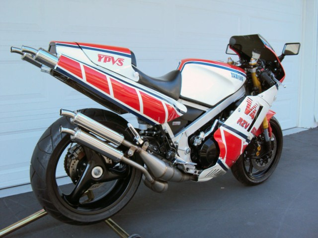 Yamaha RZV500R - Rear Right