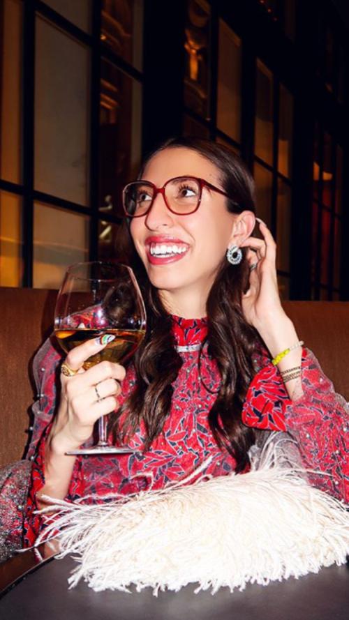 Le rainbow nails della fashion blogger Caroline Vazzana @cvazzana via Instagram