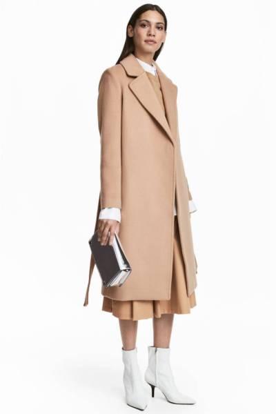 Cappotto cammello stivaletti bianchi outfit The Chic Jam