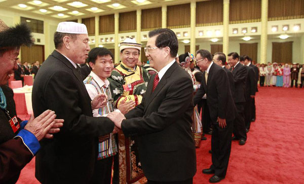 Chinese leaders join tea party for ethnic NPC deputies, CPPCC members