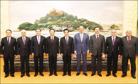 President Hu Jintao meets with SCO delegation