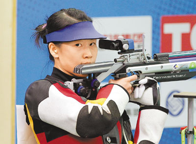 China's Yi Siling wins the first gold medal of the London2012 Olympics