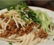 EASY WEEKNIGHT DINNER: CHINESE MINCED PORK NOODLES