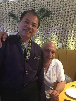 LN1380-Chinese-Restaurant-Waiter
