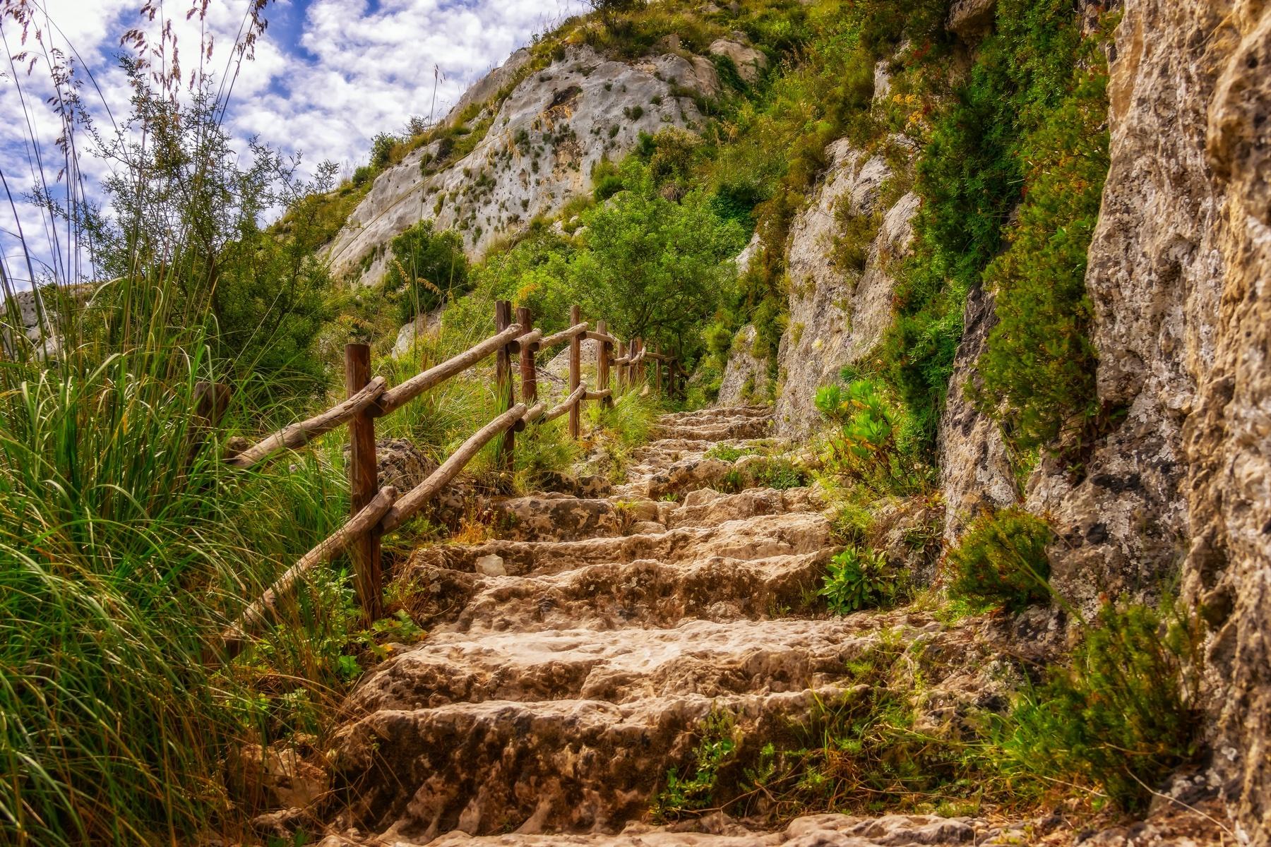hiking-3451660