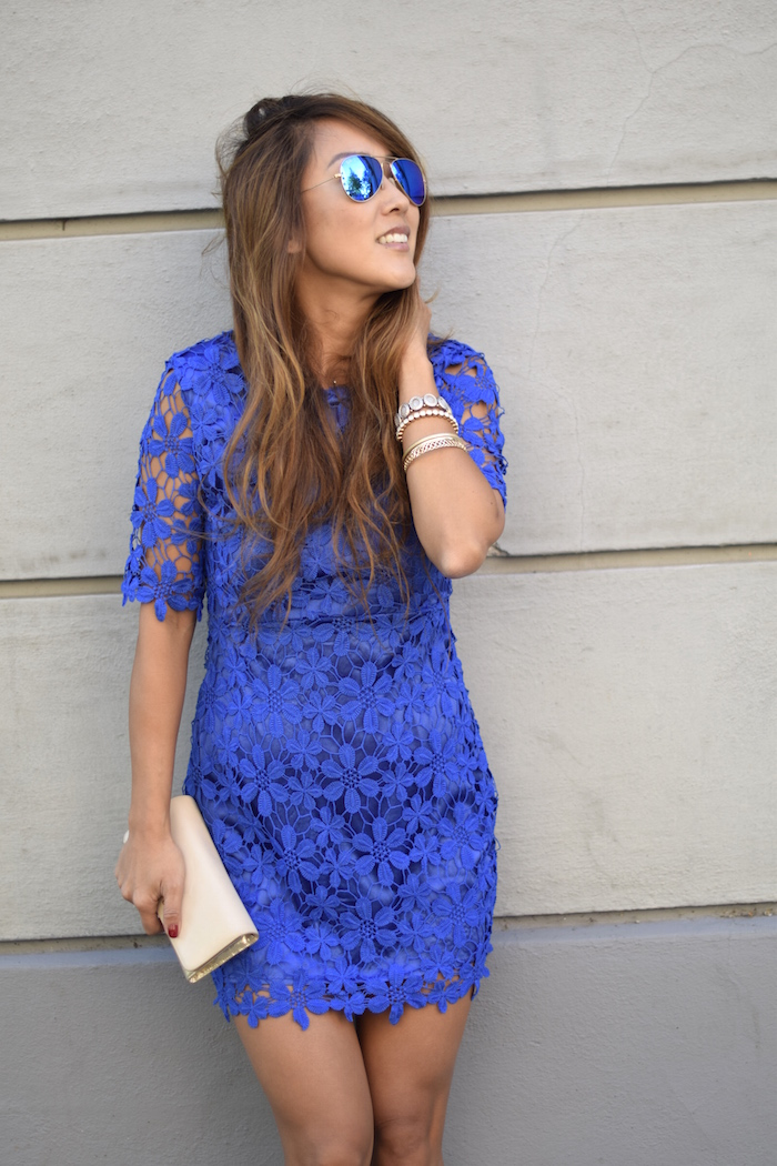 What Accessories To Wear With Blue Floral Dress