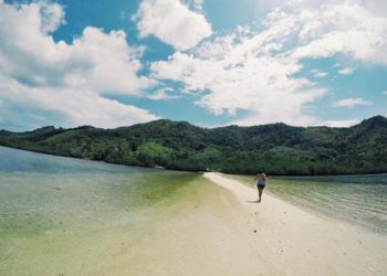 What's The Rave About? 10 AMAZING Sandbars in the Philippines