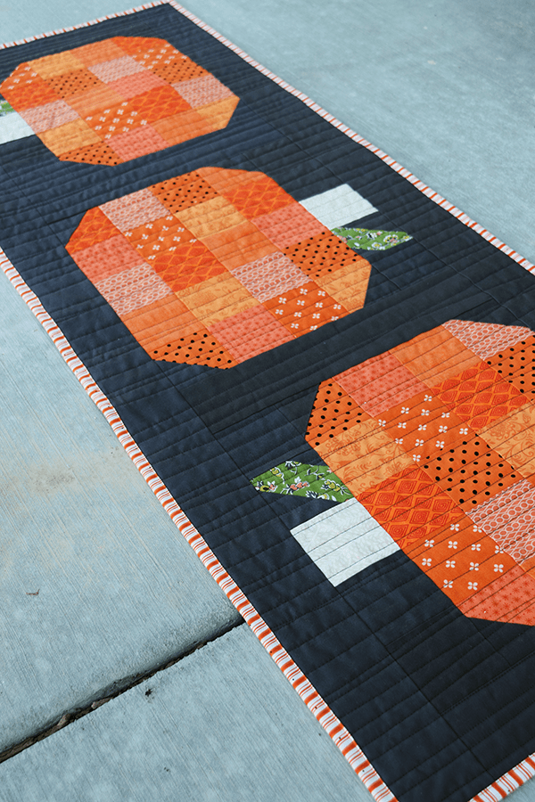 Make This Fall Pumpkin Table Runner Tutorial