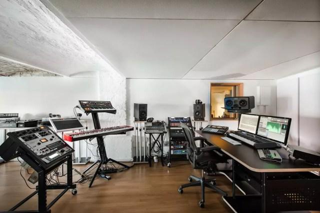 1403riverside_studios_158_press