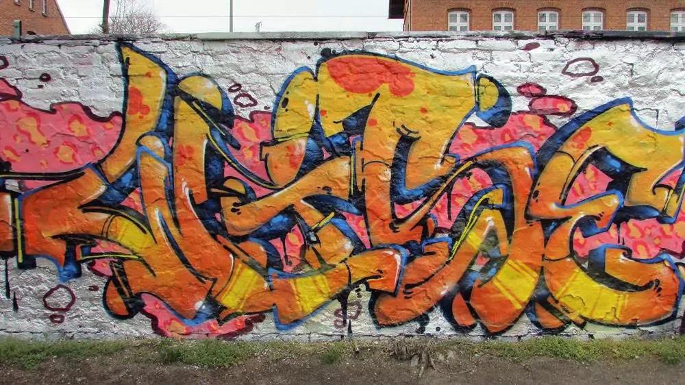wall-graffiti-berlin-10